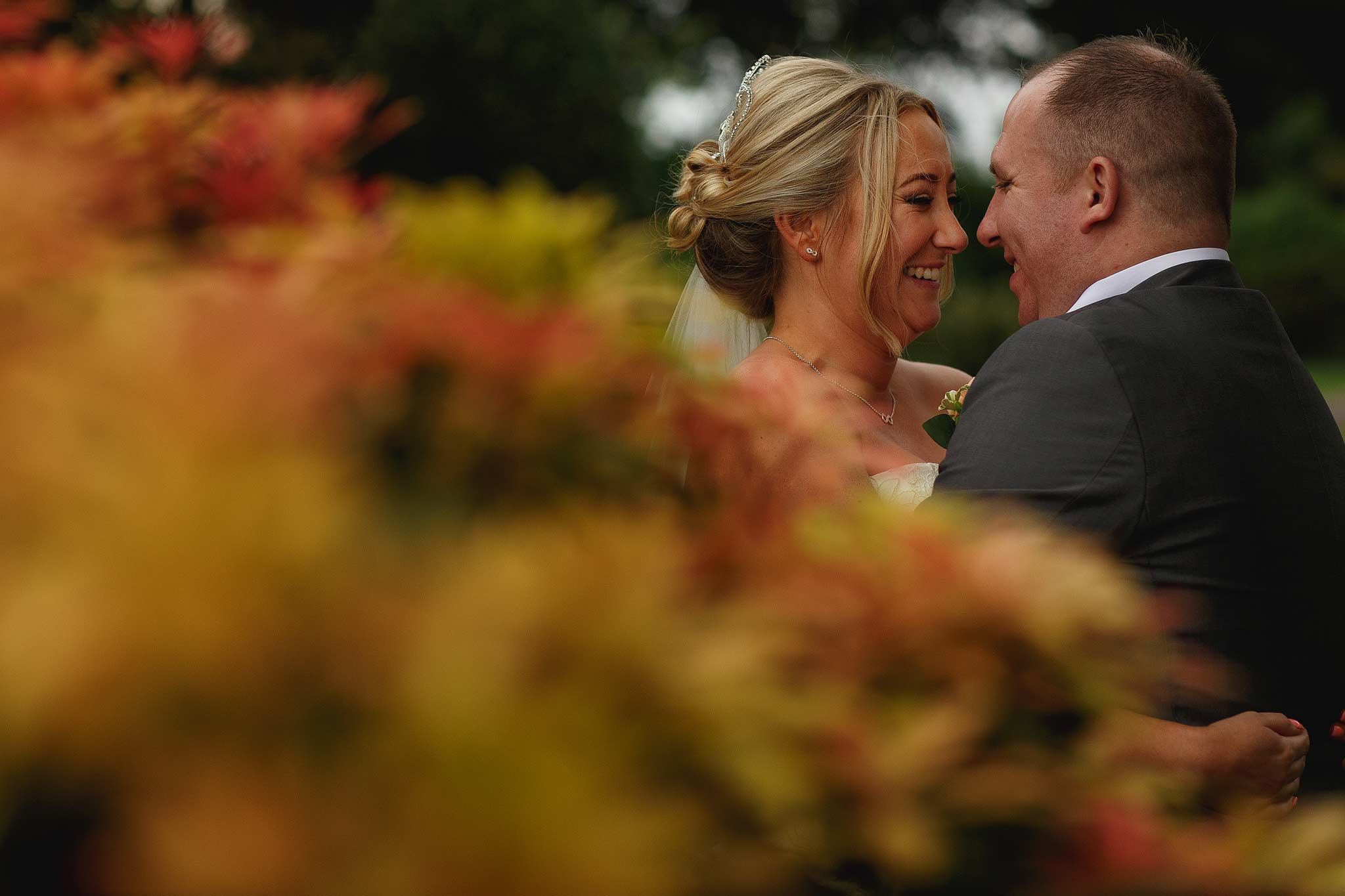 nice photograph of the bride and groom in the gardens at the shireburn arms