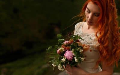 Barefoot bride + DIY outdoor wedding workshop