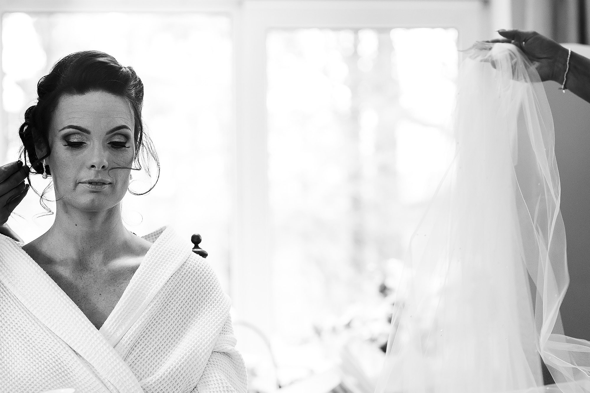Bride having veil placed in her hair | Summer wedding at Wellbeing Farm - Toni Darcy Photography